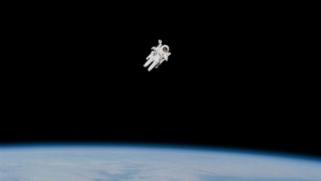 Sexe : faire l'amour dans l'espace, comment cela se passe ?